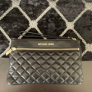 MICHAEL KORS Large Selma Quilted Zip Clutch
